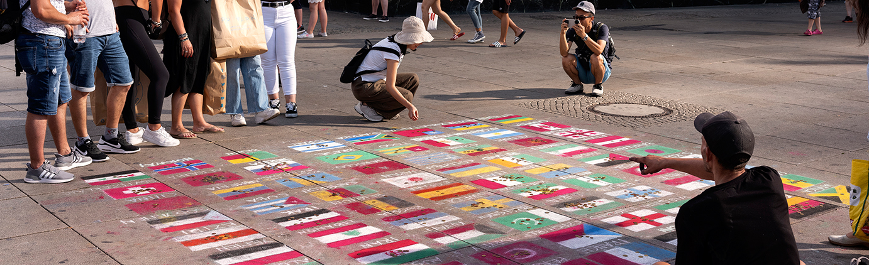 Flaggen Menschen Alexanderplatz